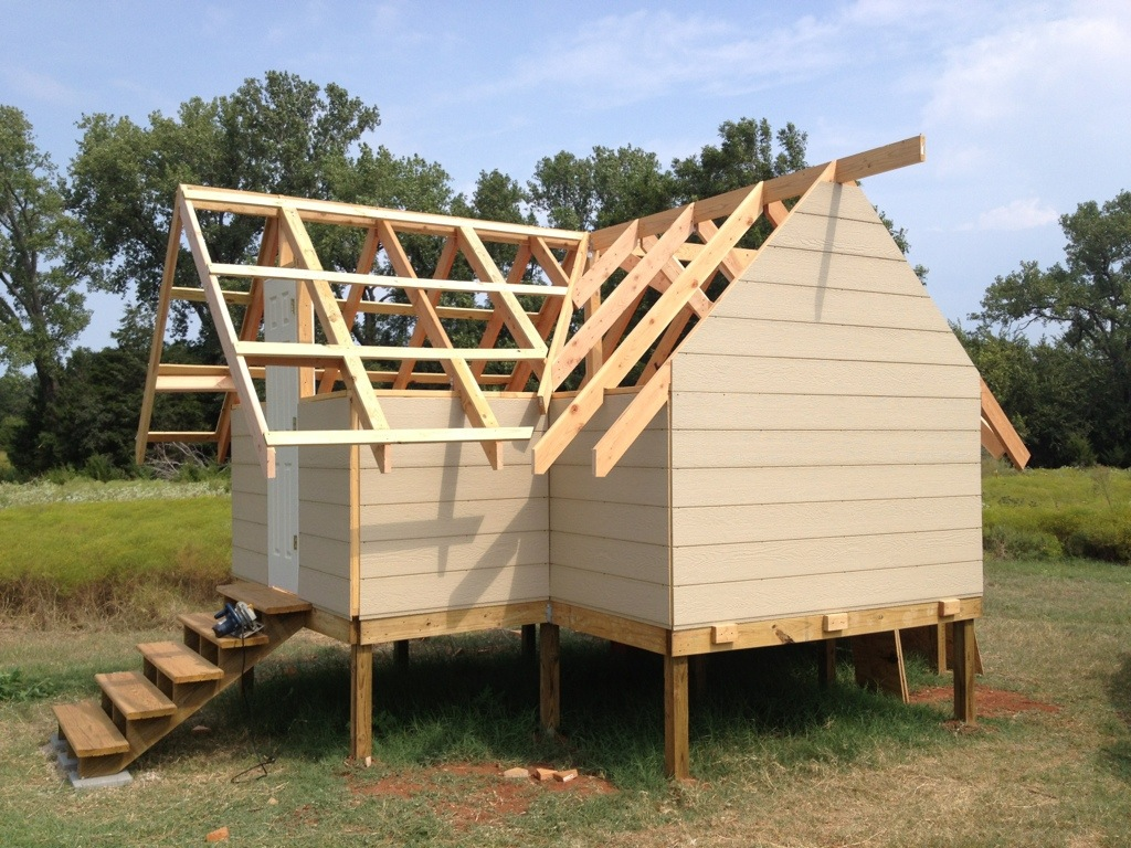 The outside skin is on for stability, and I've started the roof bracing.